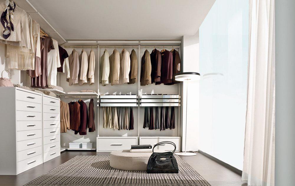 La falegnami minimal laccato bianco con cassetti lisci - Attrezzature cabine armadio ...